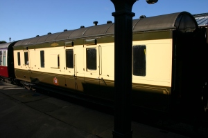 Bluebell Railway -  Sheffield Park - Stove R (Luggage Brake Van) 32975