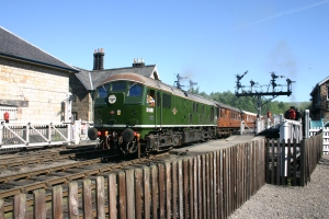 2009 - North Yorkshire Moors Railway - Grosmont - class 24 - D5061 LNER teak set