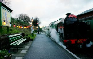 2012 - Watercress Line - Ropley - SR Schools class V - 925 Cheltenham - Christmas Lights