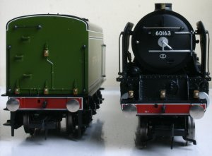 Bachmann BR LNER - Peppercorn A1 - 60163 - Tornado - Apple Green (front & back)