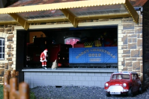 Locoyard Christmas 2012 - Santa Claus collects presents at Goods Shed