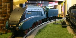 Hornby LNER A4 class - 4468 Mallard - super detail
