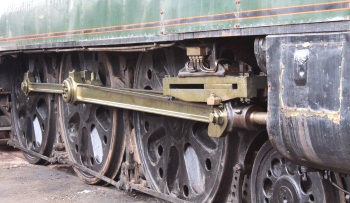 2013 Watercress Line - Ropley - NRM Bulleid pacific - 34051 Sir Winston Churchill (wheels and valve gear)