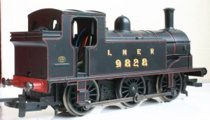 Hornby Railroad - LNER J83 - model review - 9828 (rear view)