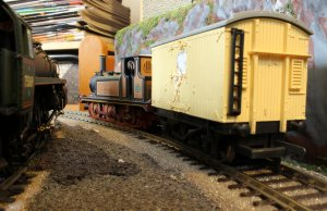 Locoyard - Dapol 55 Stepney - Ice Cream Van delivery