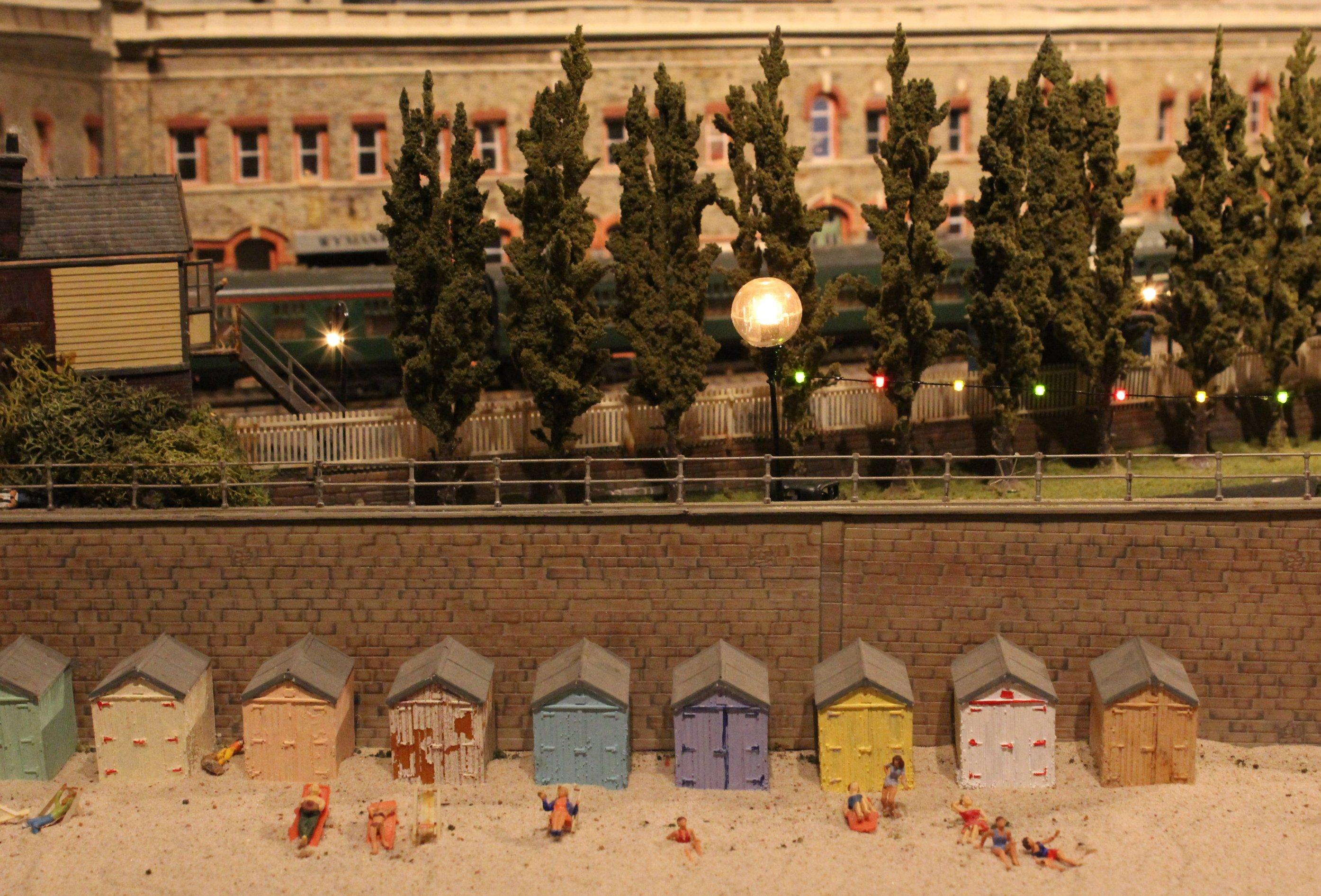 Trago mills 00 scale model railway 2013 17 beach huts for Model beach huts