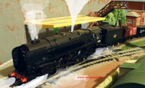 Locoyard - Bachmann BR Standard 9F class 92212 Freight Train