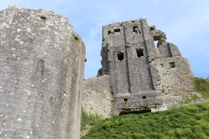 Corfe Castle - National Trust (keep)
