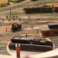 Guilford Museum - Guildford 00 scale model railway - southern 1930s (Turntable Hornby Q1 class C8 ex-SER Neilson crane tank)