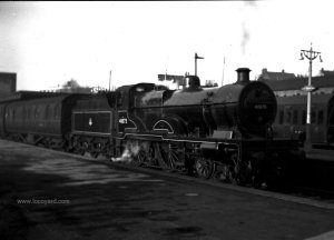 Compound 4P 4-4-0 41075 at Luton Station 01.12.1951 by Desmond Summerson