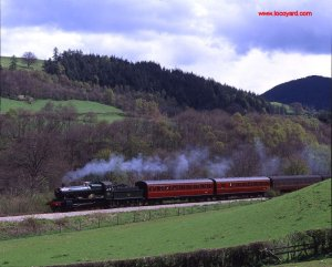 Llangollen Railway - GWR 4-6-0 No. 7822 Foxcote Manor at milepost 9I-I - 6 May 1996 by Basil Roberts