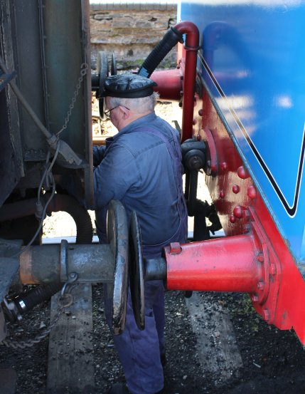 2015 - Lakeside and Haverthwaite Railway - Andrew Barclay 0-6-0T 1245 uncoupling