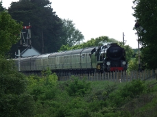P&O departing from Cheltenham with 12 coach train