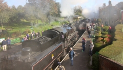 22-10-2016-watercress-line-autumn-steam-gala-2016-3-br-standard-4mt-2-6-0-76017-and-ex-lms-black-5-44932